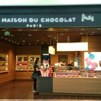 Photo taken at La Maison du Chocolat by 智志 日. on 1/4/2016