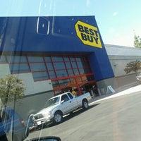 Photo taken at Best Buy by Lorenzo J. on 9/16/2012