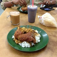 Photo taken at Restoran Nasi Kandar Deen by sHaHruL_iZwAn on 2/19/2013