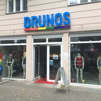 Das Foto wurde bei Brunos - Gay Shopping World von Clemens H. am 9/11/2017 aufgenommen