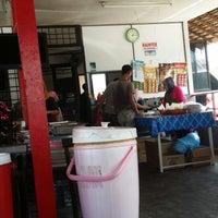 Photo taken at Kak Sah nasi campur pokok ceri by Addeen U. on 2/11/2014
