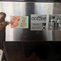 Photo prise au Anonymous Café par Mike B. le12/24/2016
