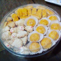Photo taken at Jesslyn K Cakes by Novia N. on 12/25/2015
