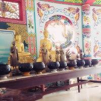 Photo taken at วัดถาวรวราราม (วัดญวน) Wat Thavornwararam by เลิกเล่น on 4/7/2013