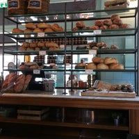 Das Foto wurde bei Bread Story von Edna A. am 10/20/2013 aufgenommen
