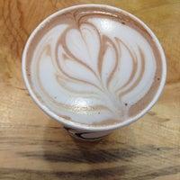 Photo prise au Menotti's Coffee Stop par Kelly M. le10/2/2013