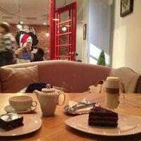 Снимок сделан в Кофейный дом LONDON пользователем Turkina O. 9/6/2013