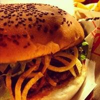 11/24/2012 tarihinde Yuşa Y.ziyaretçi tarafından Egg & Burger'de çekilen fotoğraf