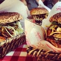 7/1/2013 tarihinde Yuşa Y.ziyaretçi tarafından Egg & Burger'de çekilen fotoğraf