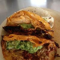 Foto tomada en Tacos de Barbacoa El Amigo por Carlo T. el 10/7/2012