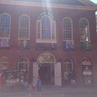 Das Foto wurde bei Old Town Hall in Salem von Bob Q. am 9/1/2018 aufgenommen