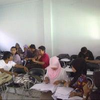 Photo taken at Fakultas Hukum by Habib A. on 12/27/2012
