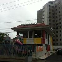 Photo taken at McDonald's by Wandrei B. on 11/9/2012
