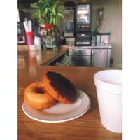 Photo taken at Sunny Donuts by Thalia R. on 1/20/2015