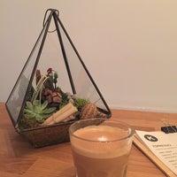 12/19/2015 tarihinde Fulyziyaretçi tarafından Kamarad Coffee Roastery'de çekilen fotoğraf