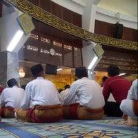 Photo taken at State Mosque (Masjid Negeri) by اسم خيرالدين ا. on 3/8/2013