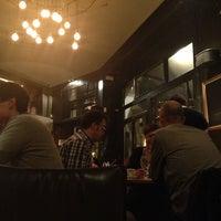 Foto tomada en Café Adonis 1940 por Zoe el 5/25/2013