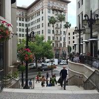 Das Foto wurde bei Streets of Beverly Hills von Nayoung C. am 5/23/2015 aufgenommen
