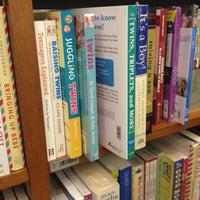 Photo taken at Books Kinokuniya (คิโนะคูนิยะ) 紀伊國屋書店 by Patteera P. on 1/28/2013