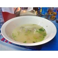 Photo taken at เฮ้าข้าวต้มปลา by Wanchat T. on 6/9/2015