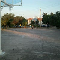 Photo taken at Efsanevi Basket Sahasi by Berk B. on 7/1/2013