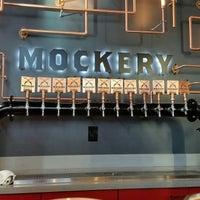 Foto tirada no(a) Mockery Brewing por Hop G. em 4/10/2017