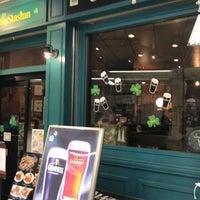 Photo taken at Irish Pub Stasiun (スタシェーン) 上野駅店 by Tateishi M. on 1/28/2017