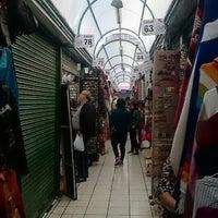 Foto tirada no(a) Mercado Artesanal La Mariscal por Milton R. em 8/24/2014