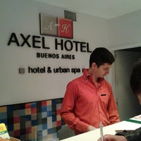 Foto tomada en Axel Hotel por Milton R. el 6/3/2013
