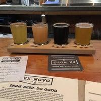 Foto tomada en Ex Novo Brewing por Connie K. el 10/19/2017