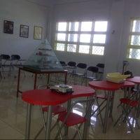 Photo taken at Laboratorium Gizi Fakultas Kesehatan Masyarakat UMI Gedung 0 Lantai3 by Tiiwii Y. on 7/10/2013