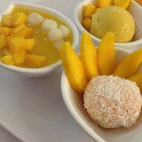 Photo taken at 許留山 Hui Lau Shan Healthy Dessert by βαbγγ ℚueenie  ♡ on 2/17/2013
