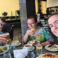 8/31/2017 tarihinde Yasemin A.ziyaretçi tarafından Turquoise Restaurant'de çekilen fotoğraf