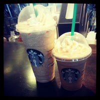 Photo taken at Starbucks by Geekieste on 11/25/2012
