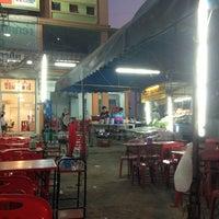 Photo taken at ร้านข้าวต้มรุ่งเรือง ริมถนนชัยพฤกษ์ by Jikko on 1/21/2013