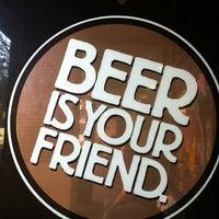 Foto tomada en Tampa Bay Brewing Company por Rodney S. el 9/29/2012