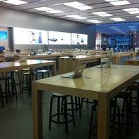 Foto scattata a Apple Centro Sicilia da Ambra B. il 4/22/2013
