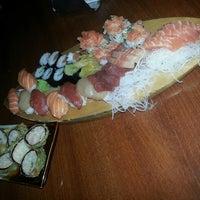 Foto tirada no(a) Kamakura Sushi por Erick Dexter-Slayer T. em 11/3/2013