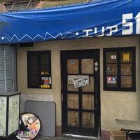 Photo taken at 2ちゃんねるカフェ エリア51 by ξ*'ヮ')ζ ギ. on 8/1/2015