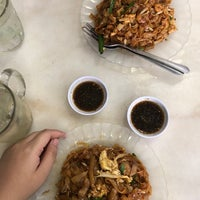 Photo taken at Doli Kuey Teow Goreng by Qiela A. on 10/28/2017