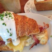 Das Foto wurde bei Tatte Bakery & Cafe von Eileen C. am 2/22/2015 aufgenommen
