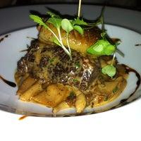 Photo prise au Restaurant Poivre Noir par Mel B. le4/15/2013