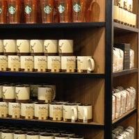 Foto tirada no(a) Starbucks Coffee por Wasim M. em 4/8/2013