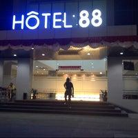 Foto diambil di Hotel 88 oleh Nasir A. pada 8/14/2013