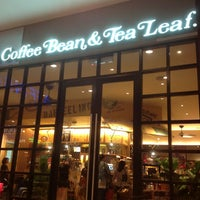 Photo taken at The Coffee Bean & Tea Leaf by Lim K. on 8/9/2013
