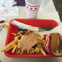 Photo taken at In-N-Out Burger by James T. on 8/24/2016