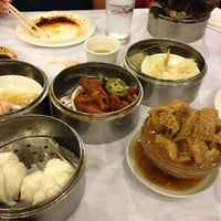 Photo taken at Jasmine Seafood Restaurant by Roger M. on 10/7/2012