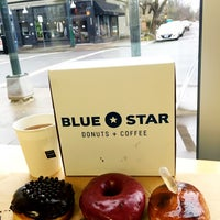 Foto tirada no(a) Blue Star Donuts por Roger M. em 1/13/2016