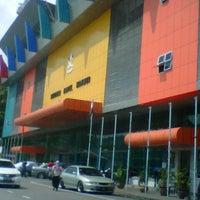 Photo taken at Kompleks Terminal Makmur (Kuantan Bus Station) by Nor F. on 5/1/2013