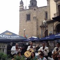 Foto tomada en Plaza de Los Mariachis por Alfredo G. el 7/27/2013
